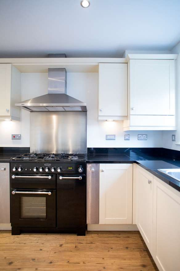Traditional shaker style used kitchen granite cheshire for Shaker style kitchen with granite