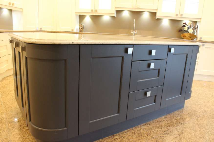Very large painted shaker style ex display kitchen mw0118pg1 for Very large kitchen island