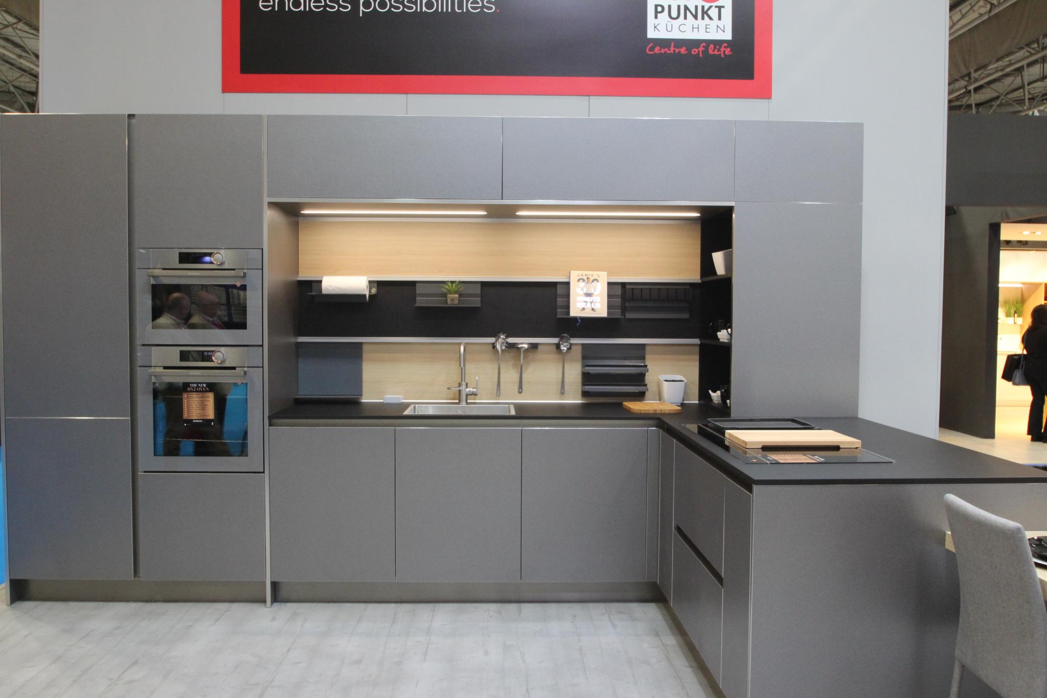 83 Off Rrp 35 000 Rotpunkt Metal Line Pre Installed Kitchen Units Schwarz Xtreme Laminate Worktops