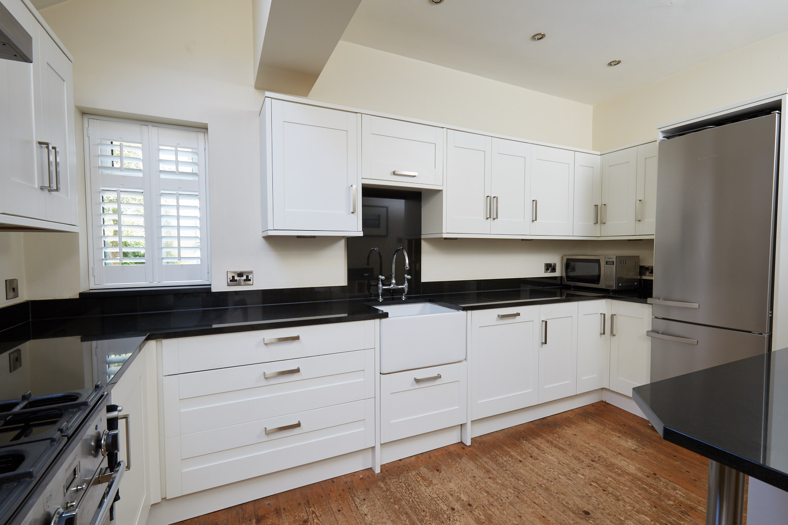 Howdens Shaker Used Kitchen With Appliances Granite