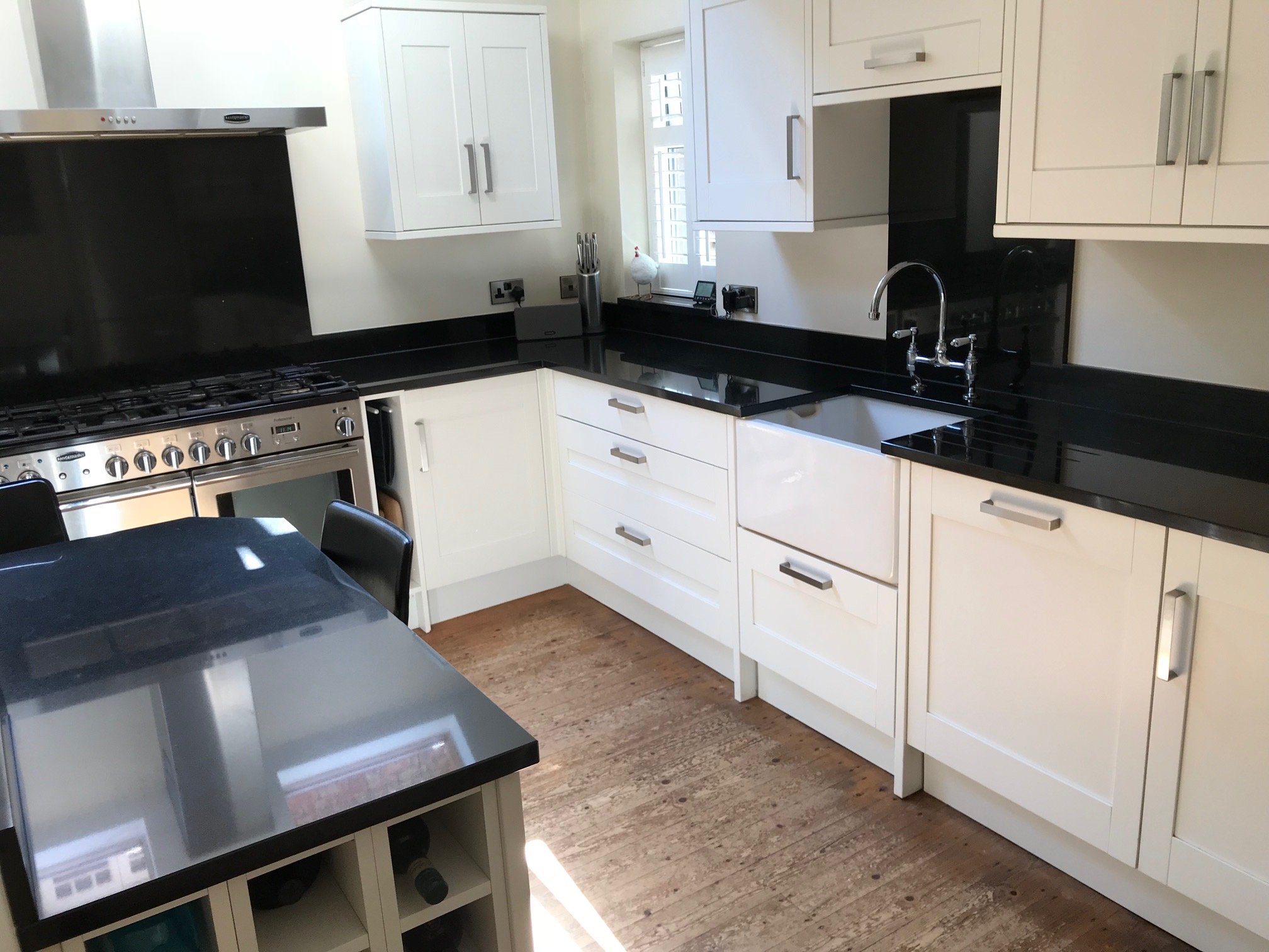 Howdens Shaker Used Kitchen, with Appliances/Granite, Wilmslow ...