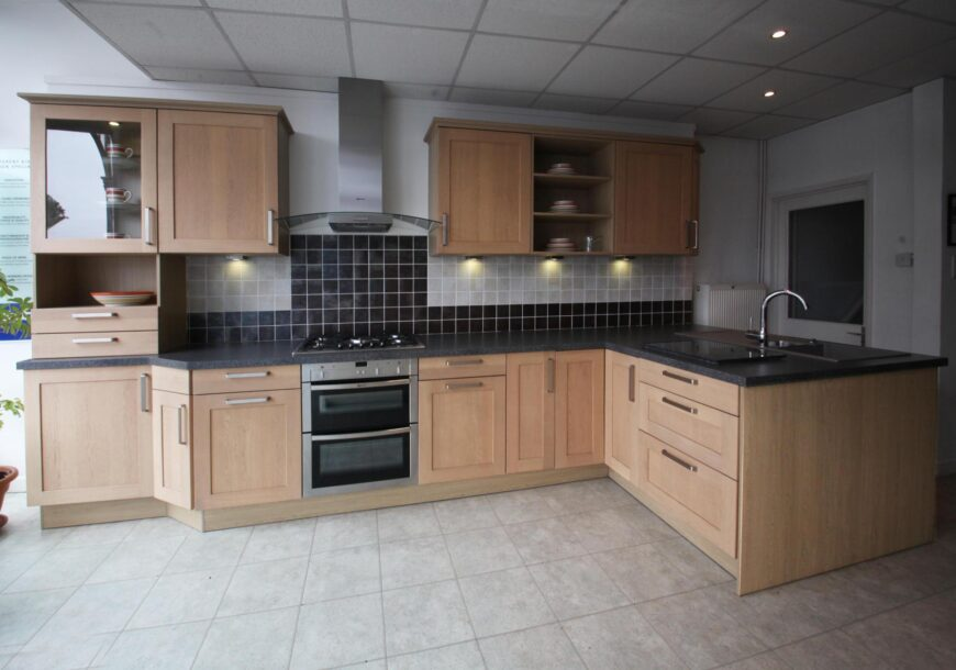 Ex Display Kitchen, INTOTO German Traditional Oak, South