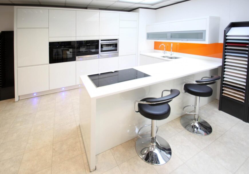 Ex Display Kitchen, Modern Intoto High Gloss White Lacquer Handleless, South