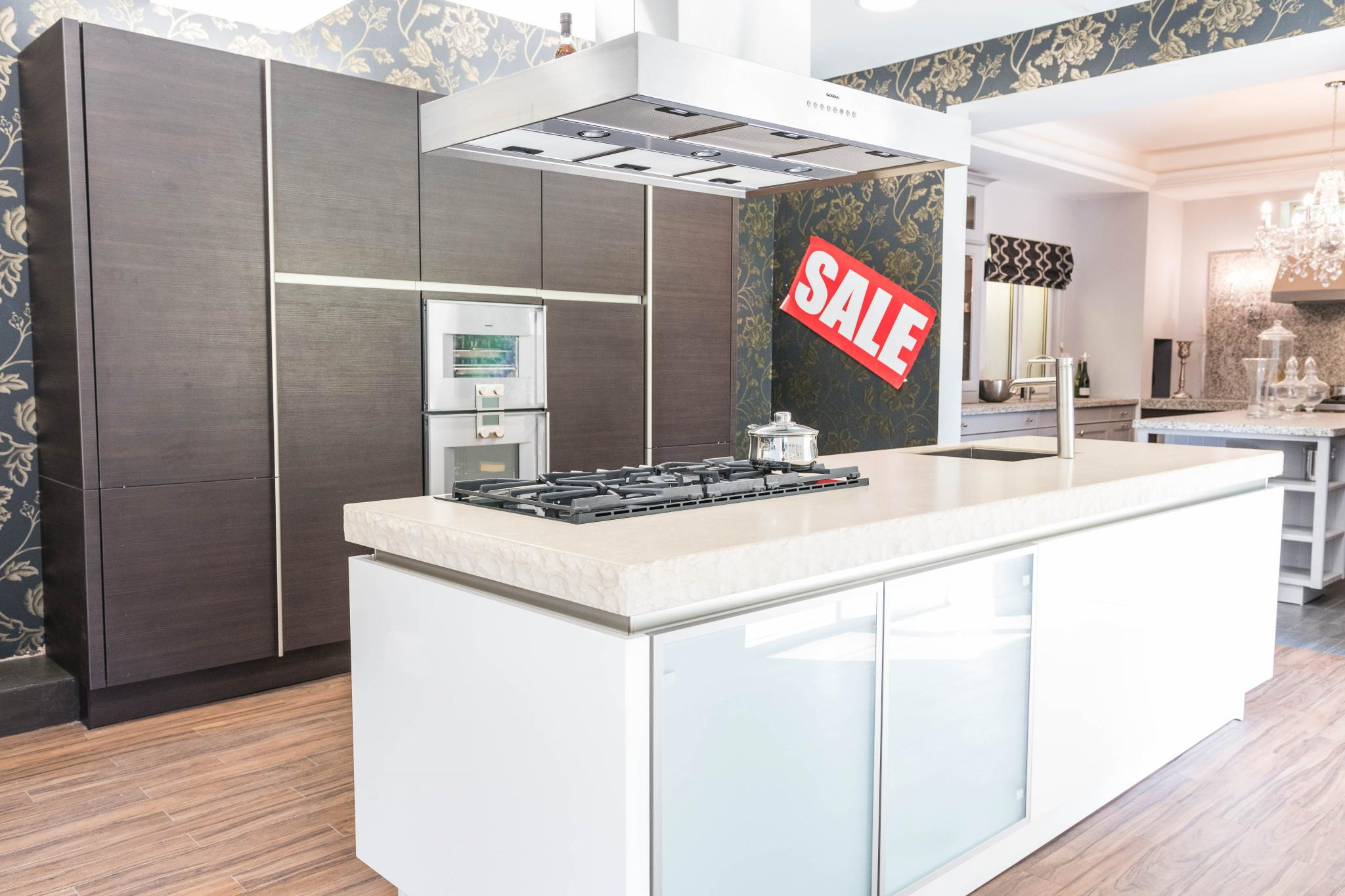 64% off £58,000 RRP SIEMATIC Handleless Ivory & Truffle Pine Ex Display  Kitchen, Gaggenau Appliances, North