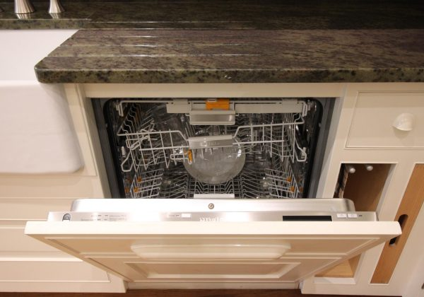 Mark Wilkinson New England Classic Ex Display Kitchen - Miele Dishwasher