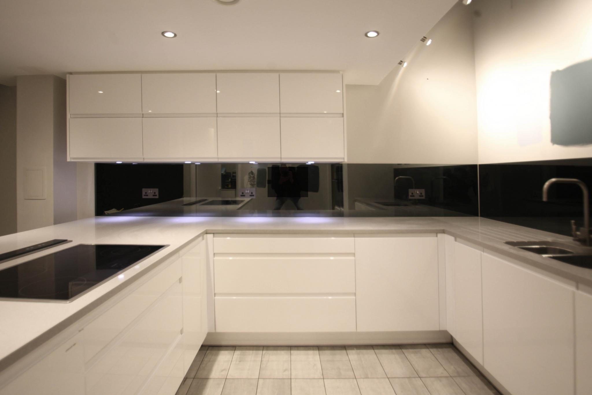 Contemporary High Gloss Used Kitchen With Breakfast Bar