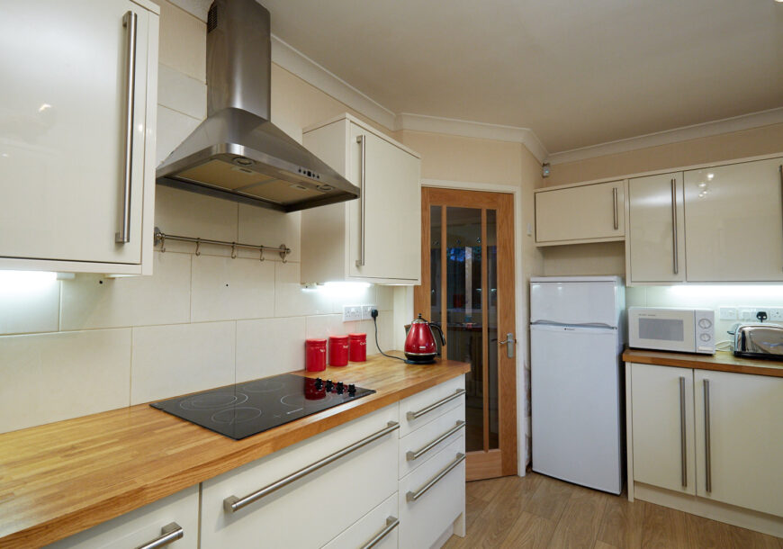 Family Kitchen – Available Now! Modern Gloss Used Kitchen, Wooden Worktops, Cheshire