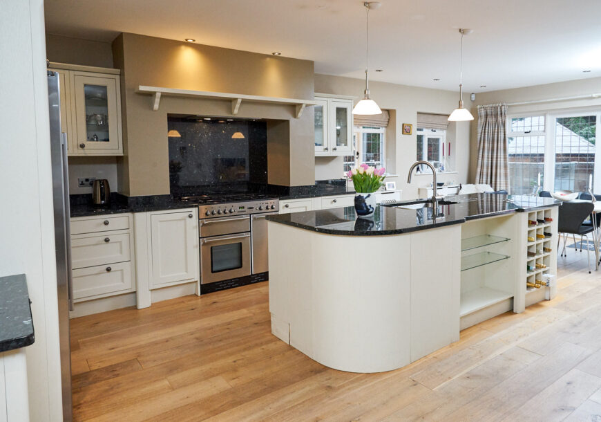 HETTICH Classic In Frame Shaker Style Used Kitchen, Rangemaster with Island, Cheshire