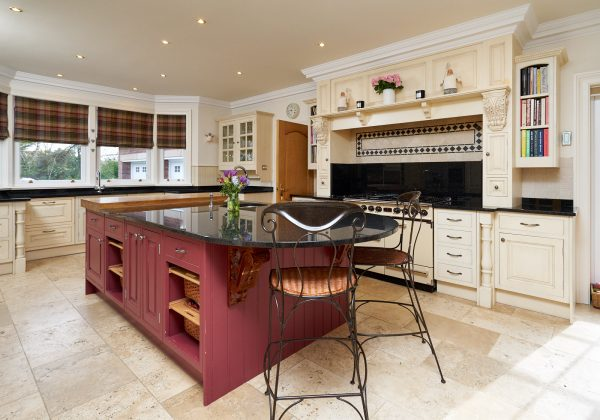 LARGE Traditional In Frame Used Kitchen with Breakfast Bar