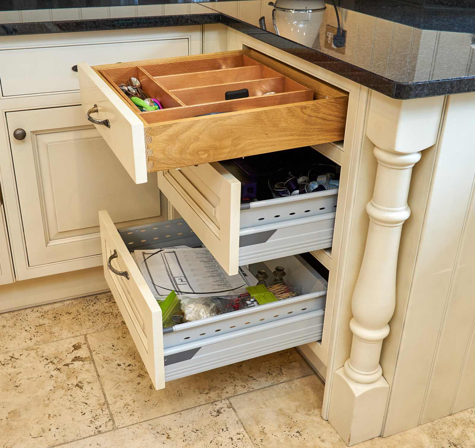 LARGE Traditional In Frame Used Kitchen With Utility