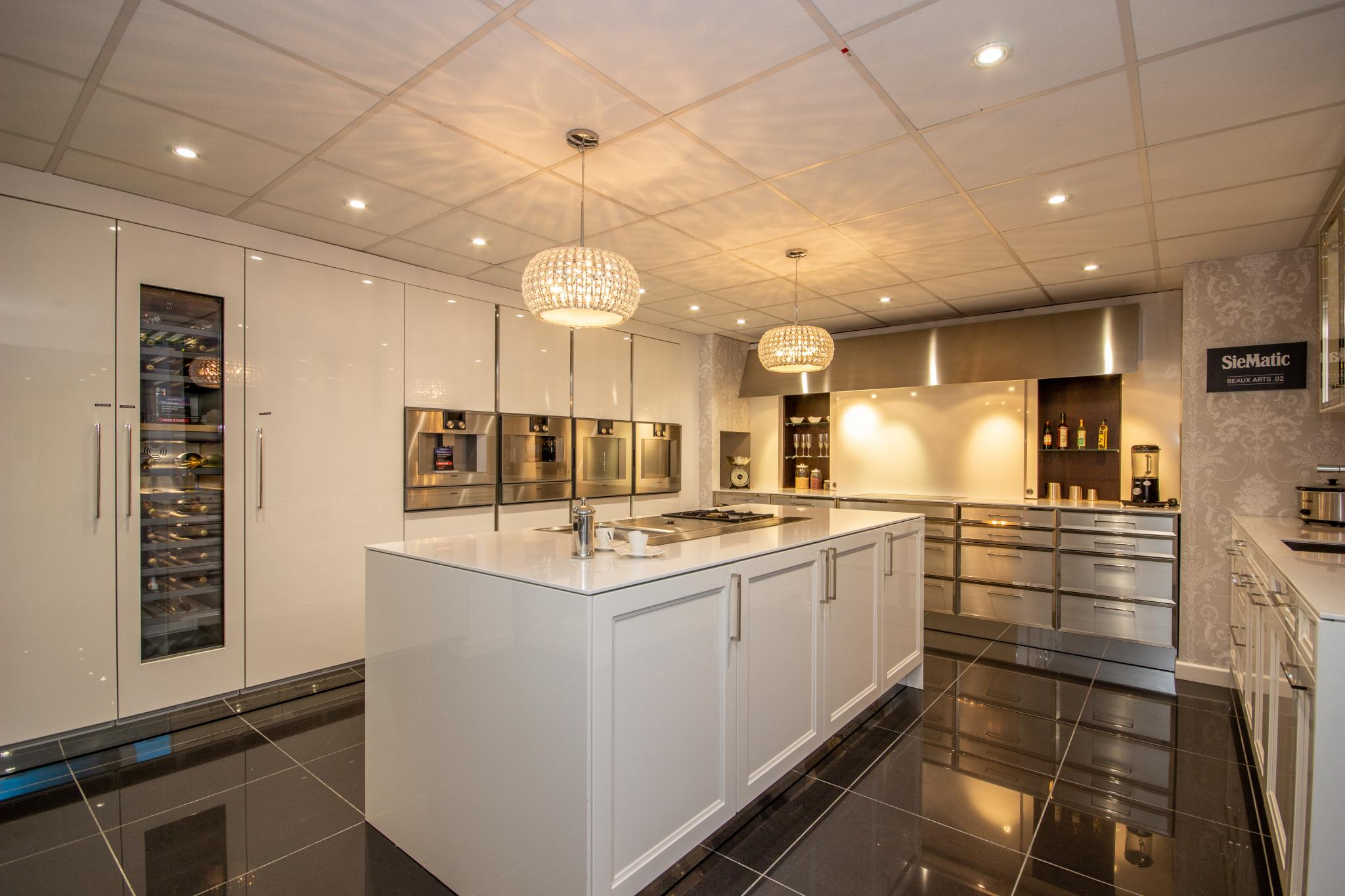Over 80% off RRP £166,000+ SIEMATIC BeauxArts2 Ex Display Kitchen, LOTS of  Gaggenau Appliances, South