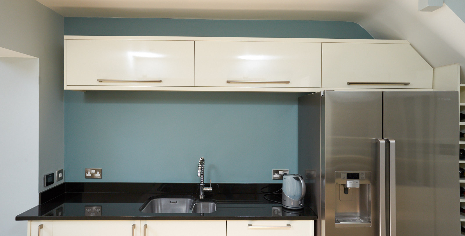 Gloss Used Kitchen with Island Breakfast Bar