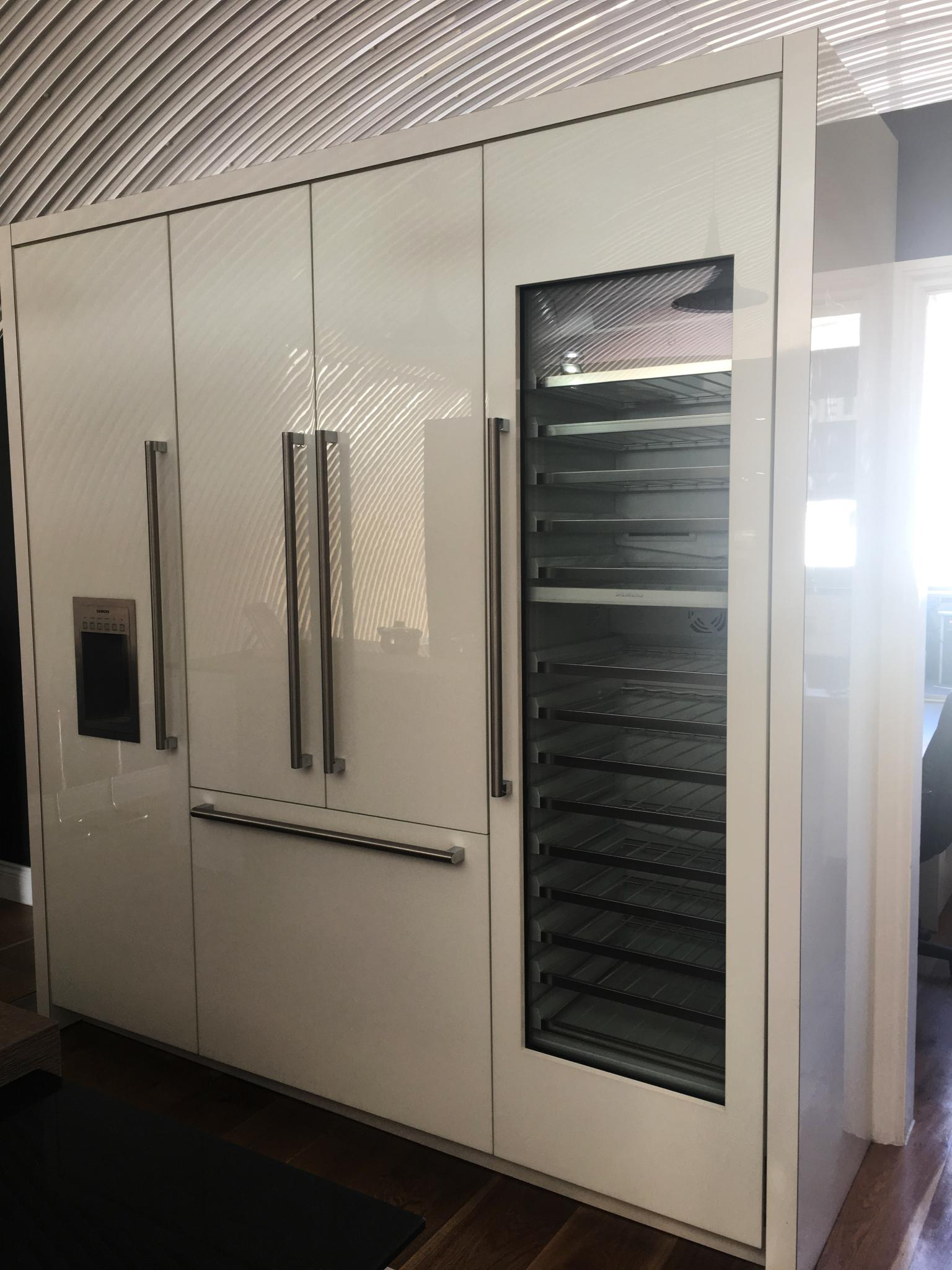Leicht Ex Display Kitchen Appliance Run With Siemens