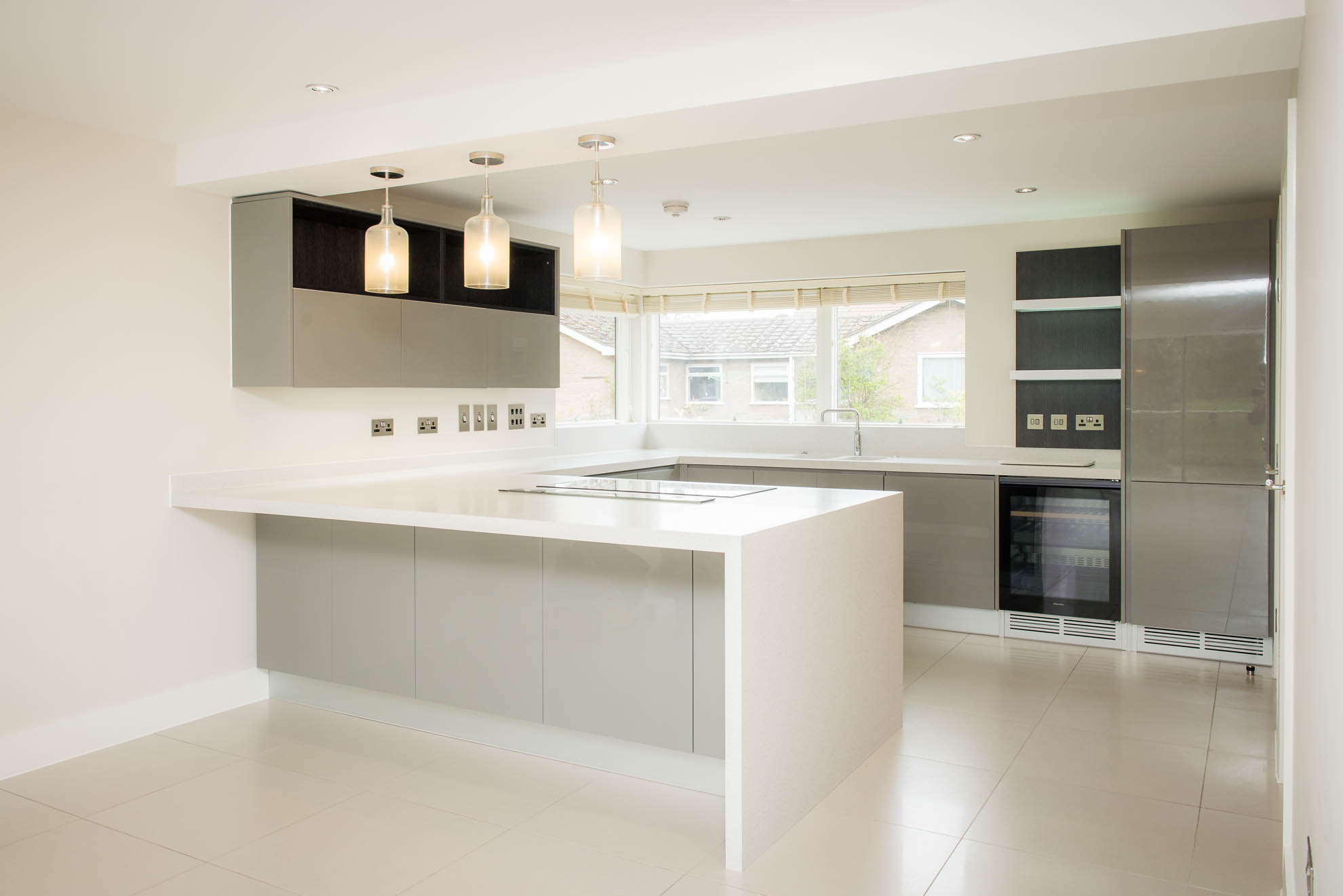 PORCELANA Handleless Gloss Used Kitchen
