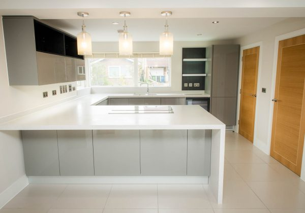 PORCELANA Handleless Gloss Used Kitchen (1)