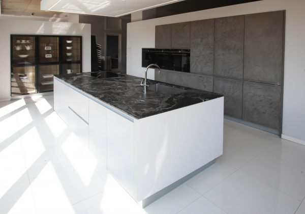 BEECK Contemporary Handleless Ex Display Kitchen