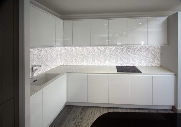 New York Handleless Gloss White Ex Display Kitchen