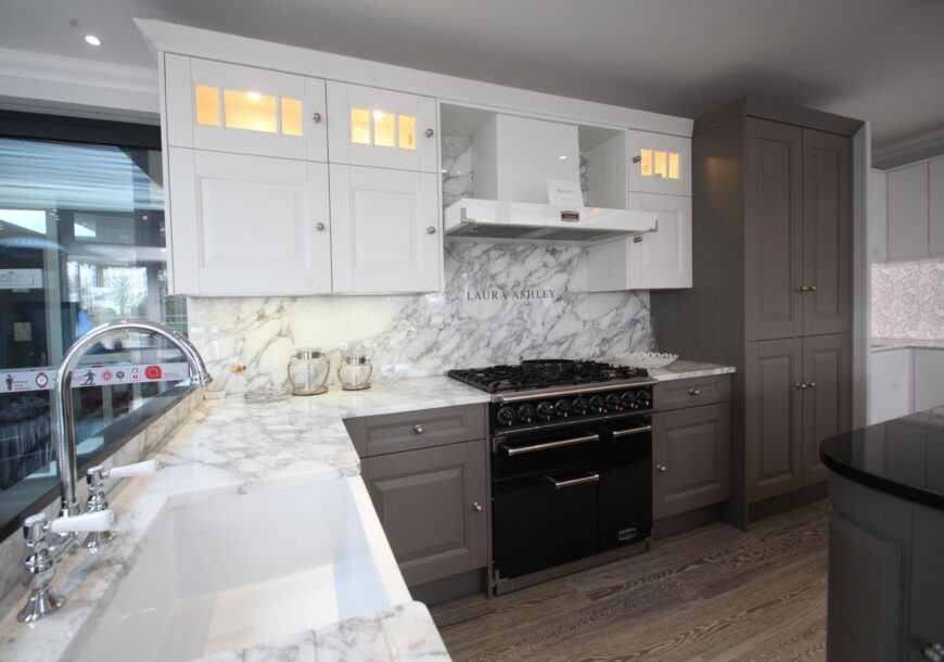 50% OFF RRP £24,700+ LAURA ASHLEY Bedale Clay & Chalk White Ex Display Kitchen, FALCON Range Oven, Rochester