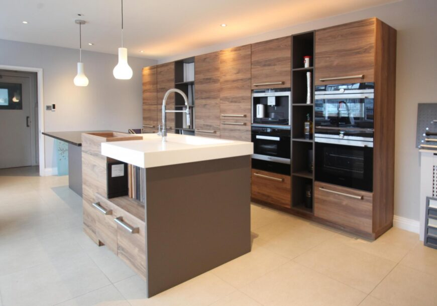 50% OFF RRP £25,500 KELLER Elba Ex Display Kitchen with Island, South