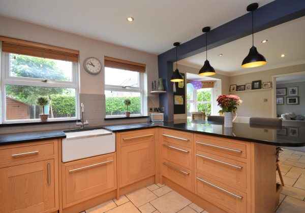 MAGNET Used Kitchen with Range Cooker