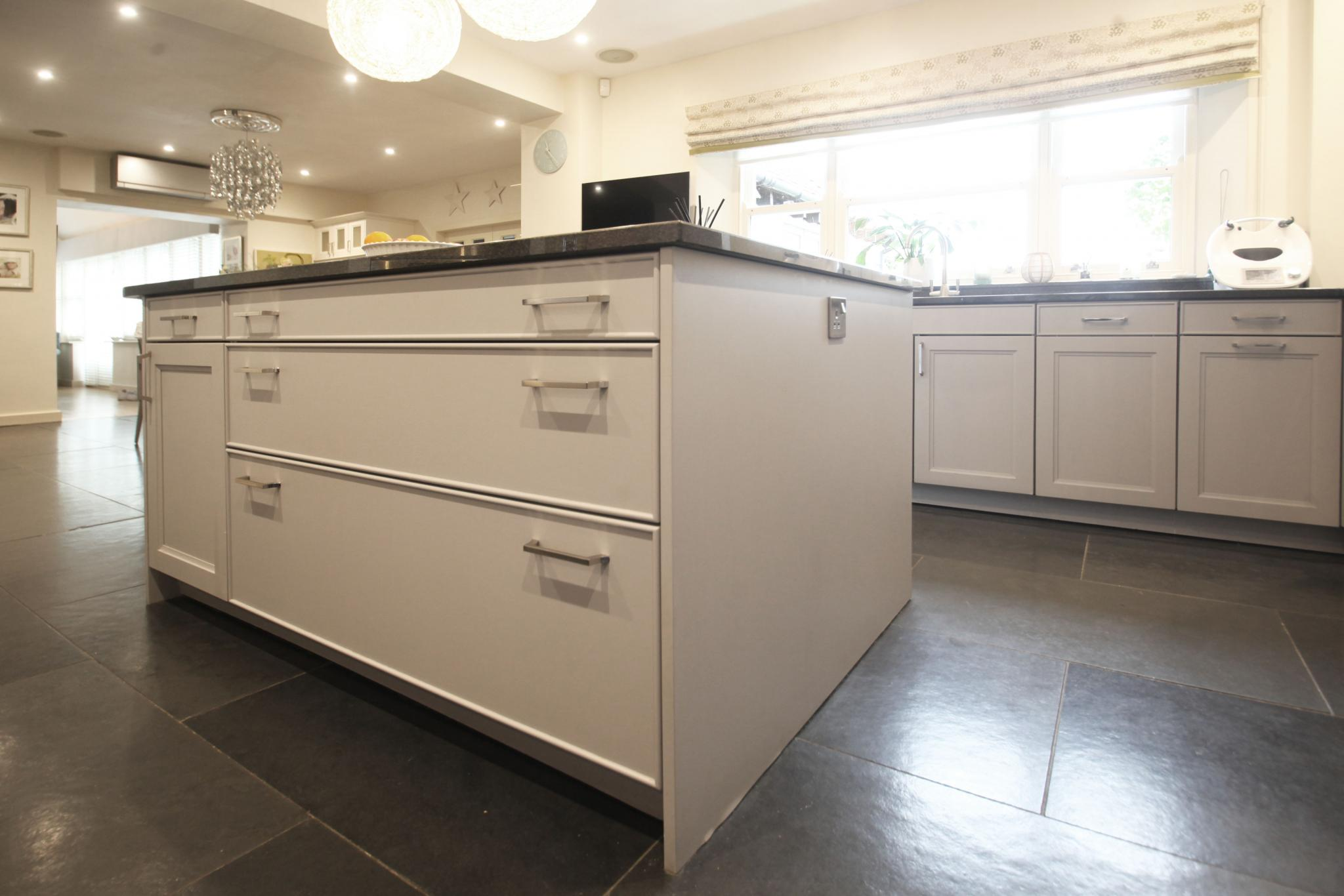 REDUCED FOR FAST SALE!! DESIGNER SIEMATIC BeauxArts Large