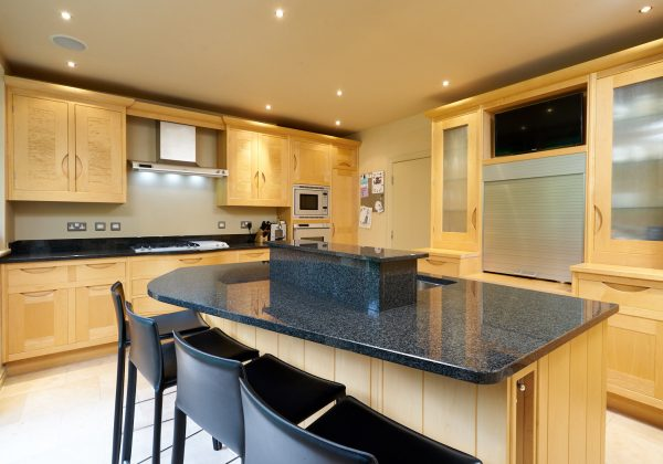 SMALLBONE In Frame Used Kitchen with Island Surrey