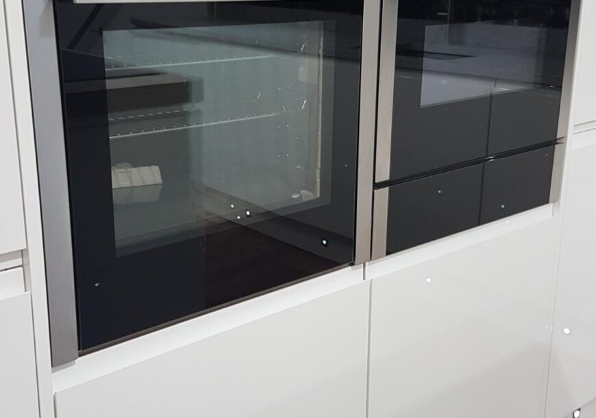 35% OFF RRP £14,500+ Welford High Gloss Ex Display Kitchen with Island, South