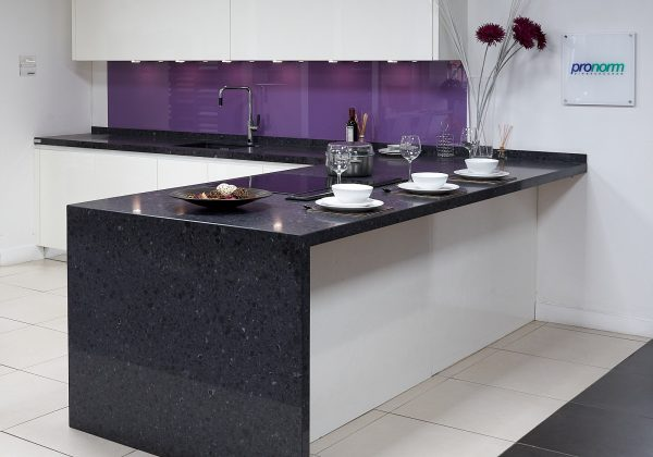 PRONORM Ex Display Kitchen with Peninsula