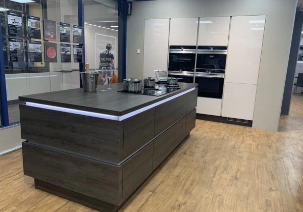 NOBILIA Gladstone Oak & Sand Gloss Ex Display Kitchen
