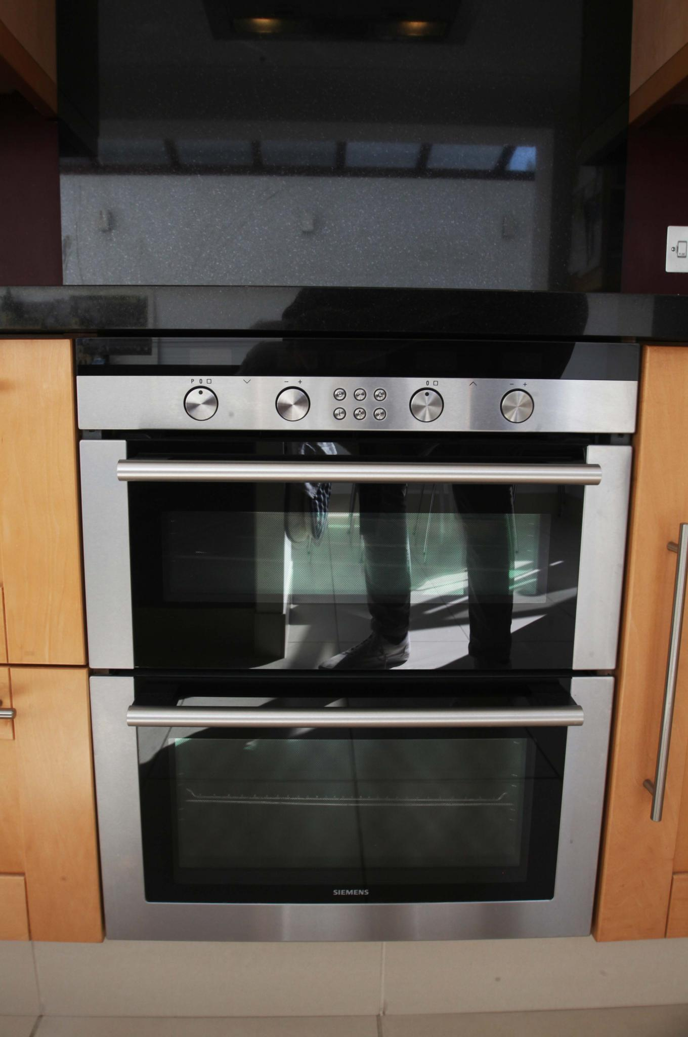 Low Cost Option Shaker Used Kitchen With Lots Of Siemens