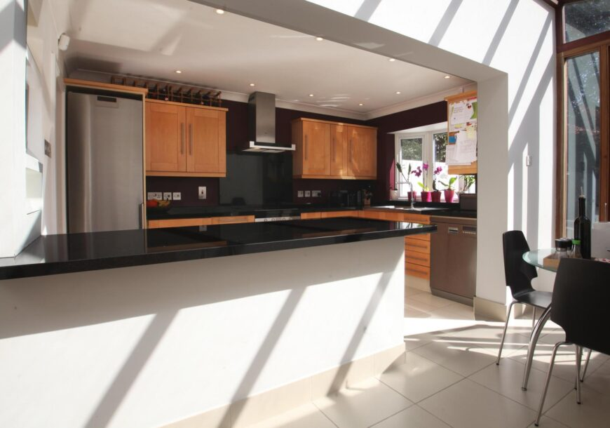 ?LOW COST OPTION! Shaker Used Kitchen with LOTS of SIEMENS Appliances, London