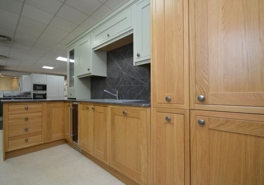 Crown Imperial Classic Shaker Ex Display Kitchen, South