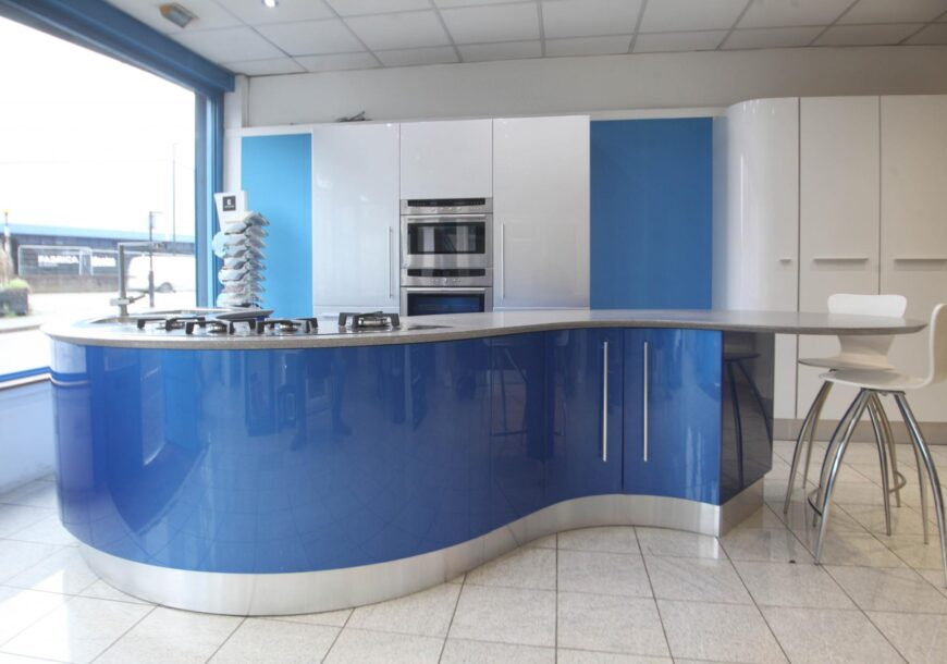 82% OFF RRP £36,998 Italian Fiamberti Butterfly Ex Display Kitchen with Curved Island, Appliances, South