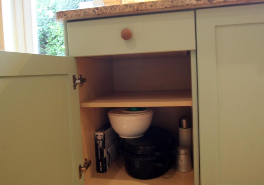 Approved Used Kitchen, Classic Painted Shaker, Fisher & Paykel F/F, London