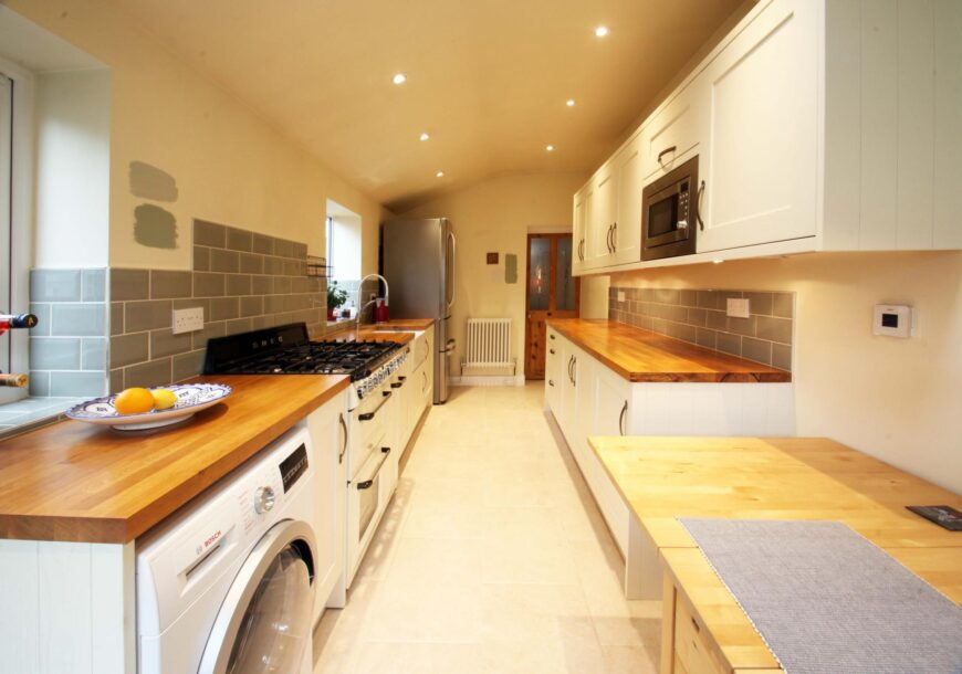 Only 2 Years Old! Shaker Used Kitchen With SMEG Range Oven, London