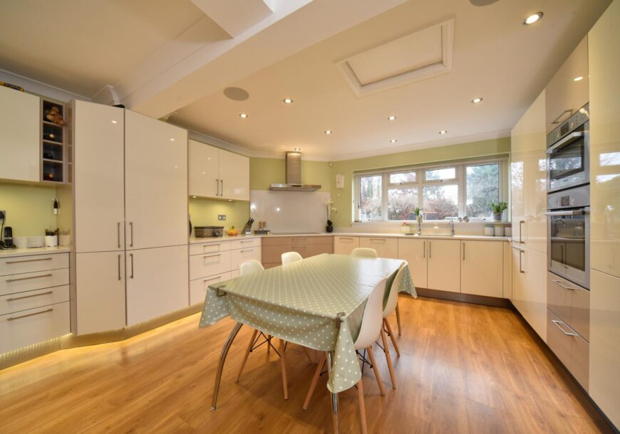 Approved Used Kitchen, German Hacker Gloss, Hertfordshire