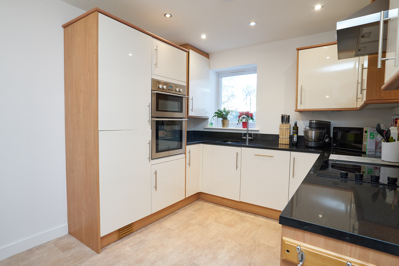 Gloss Used Kitchen With Appliances Granite Worktops