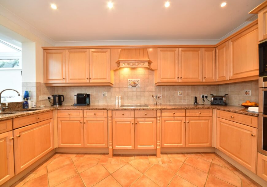 Approved Used Kitchen, Traditional Raised & Fielded Shaker, Buckinghamshire