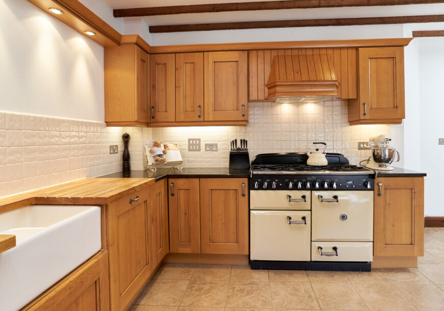 Approved Used Kitchen & Utility, Rustic Oak