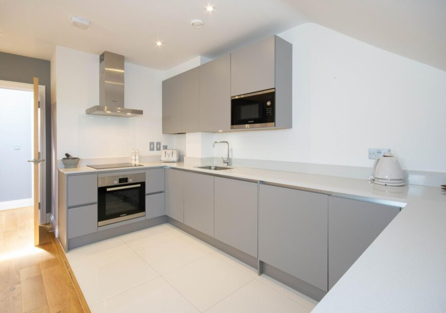 Approved Used Kitchen, Hacker Handleless, Installed in 2018, London