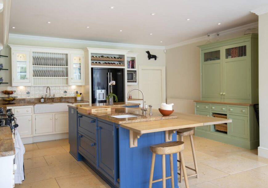 Approved Used Kitchen, Smallbone of Devizes OHP & Dresser, North