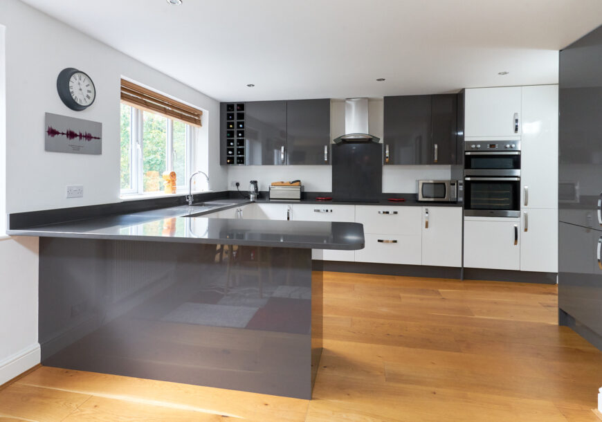 Approved Used Kitchen, Howdens Modern Gloss, Cheshire