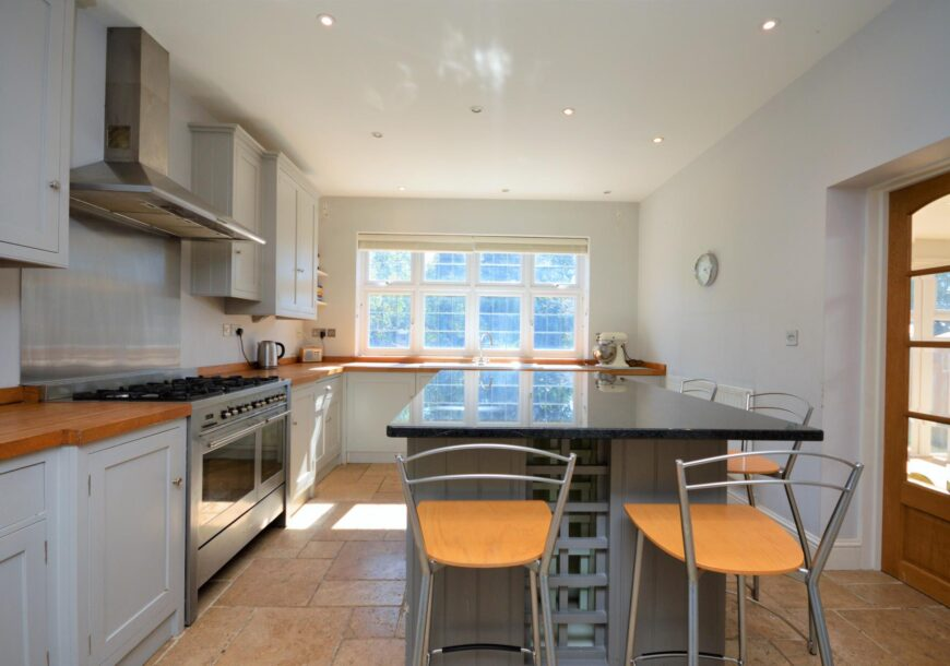 Approved Used Kitchen, Painted In Frame Shaker, Range Oven, Bristol
