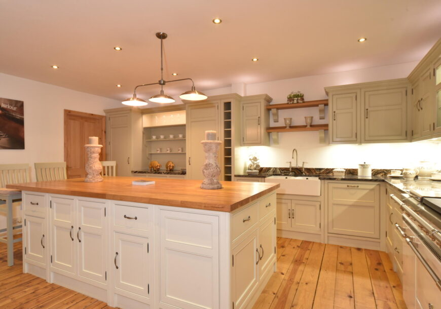 Ex Display Kitchen, Beaded Shaker In Frame, South