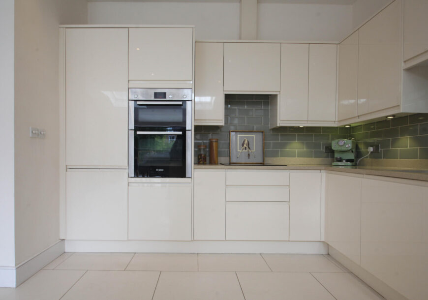 Approved Used Kitchen, Howdens Modern Gloss, London