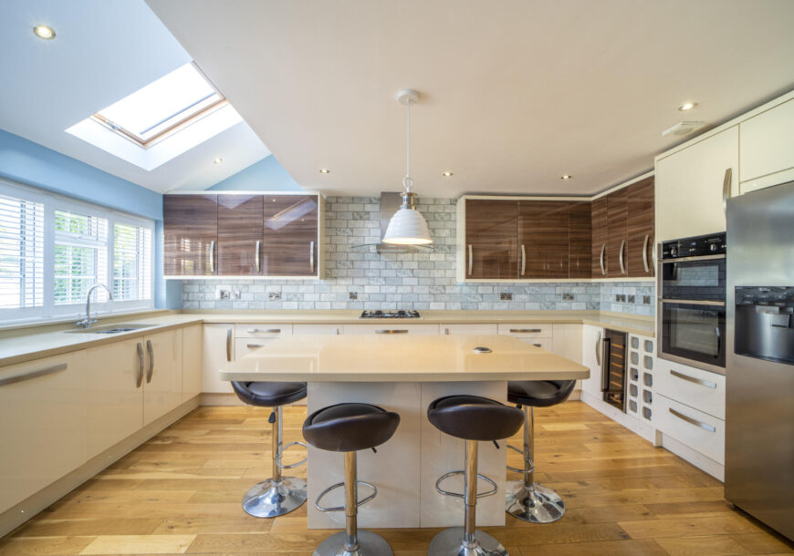 Approved Used Kitchen, Large Modern Gloss, Midlands