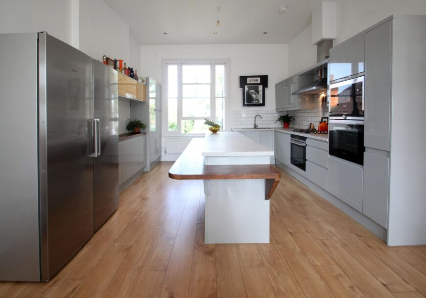 Approved Used Kitchen, Magnet Handleless Gloss, Siemens Appliances, London