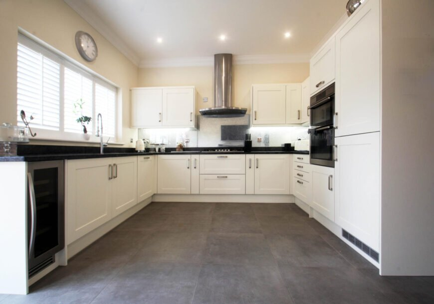 Approved Used Kitchen, Magnet Shaker With Utility, Essex