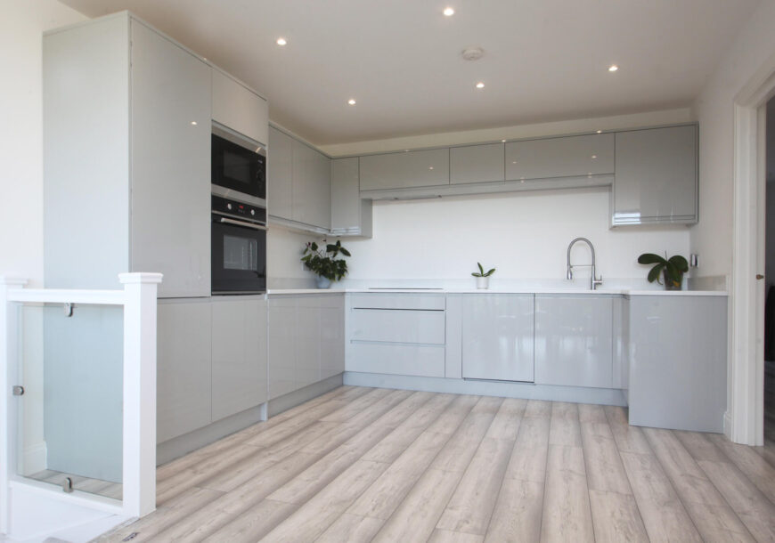 1 Months Use! Approved Used Kitchen, Modern Gloss, Appliances, London