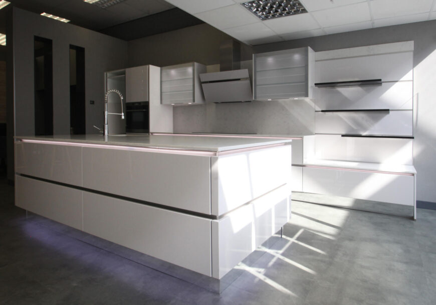 Ex Display Kitchen, Nobilia Lux High Gloss, South